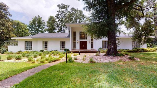 Listing photo 1 for 3967 S Pinebrook Dr