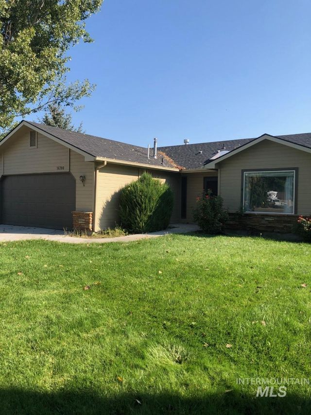 Listing photo 1 for 16700 Mulberry Ct