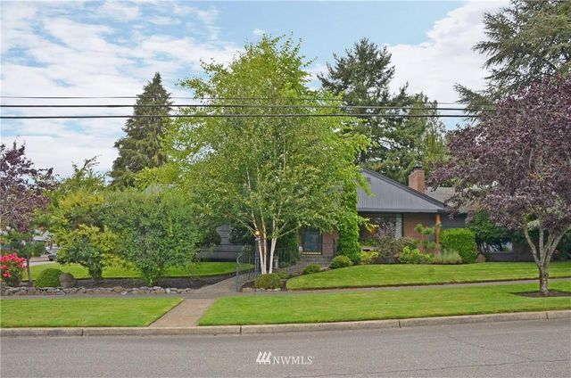 Listing photo 1 for 5515 N 18th St