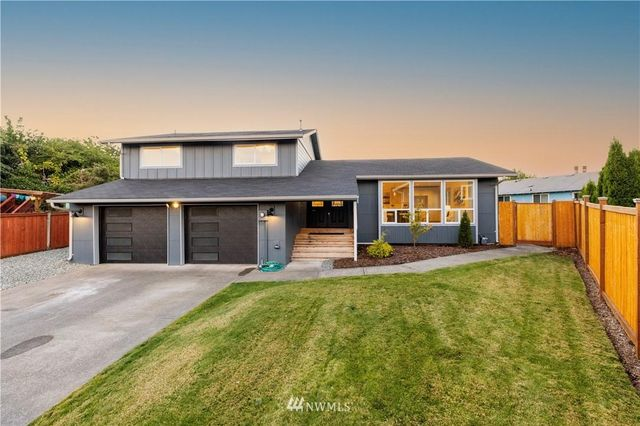 Listing photo 1 for 6133 N 41st St