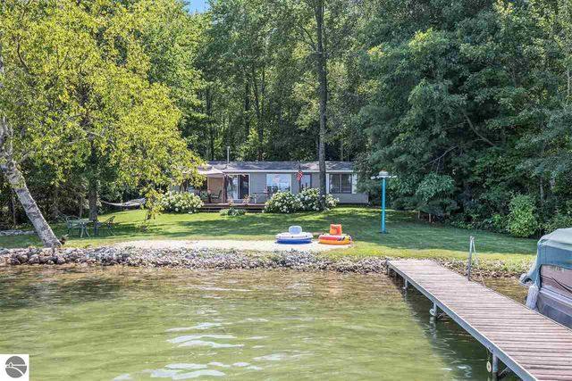 Listing photo 1 for 4215 Birch Dr