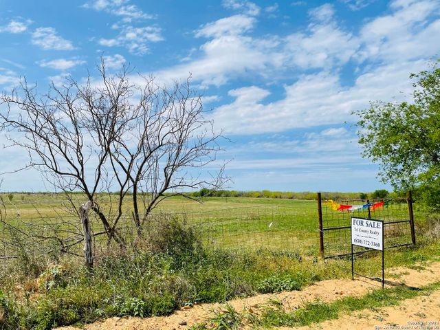 12 County Road 2000, Pearsall, 78061, TX - photo 0