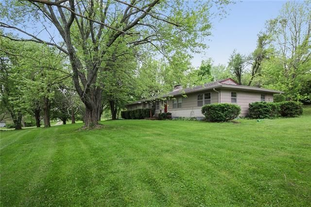 Listing photo 1 for 1286 N 935th Rd