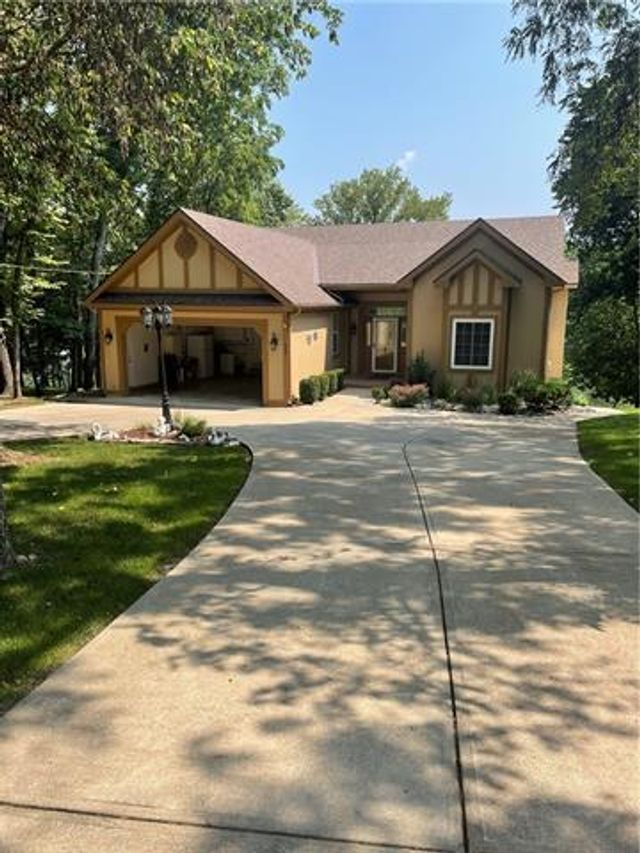 Listing photo 1 for 150 Rose Marie Dr