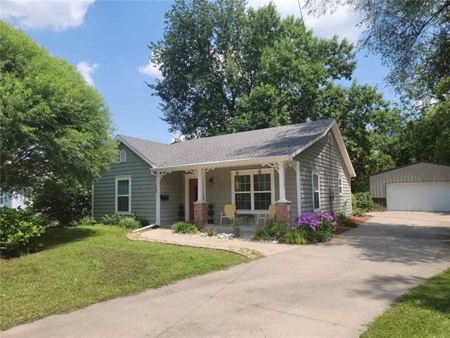 Listing photo 1 for 727 S Pecan St