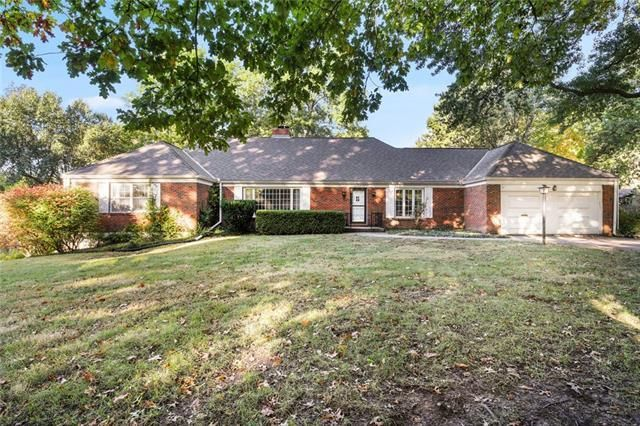 Listing photo 1 for 9840 Overbrook Rd