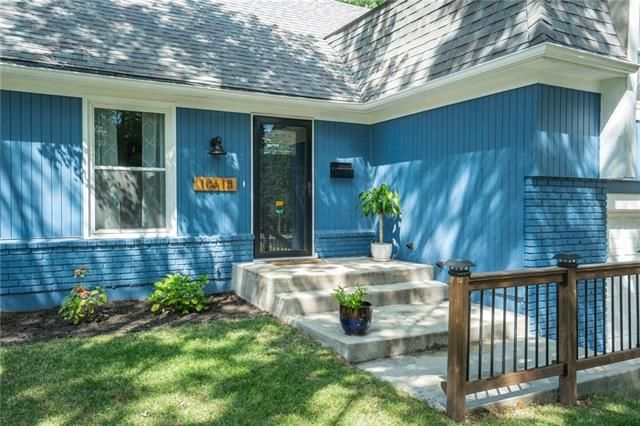 Listing photo 1 for 10618 W 102nd Ter