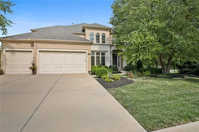 Listing photo 1 for 9302 W 155th Ter