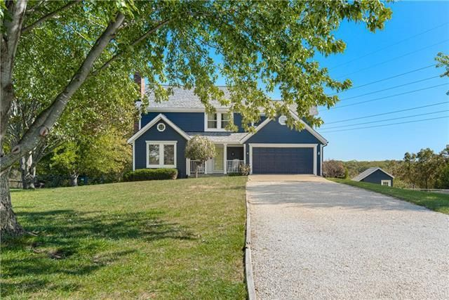 Listing photo 1 for 9017 Hillview Dr
