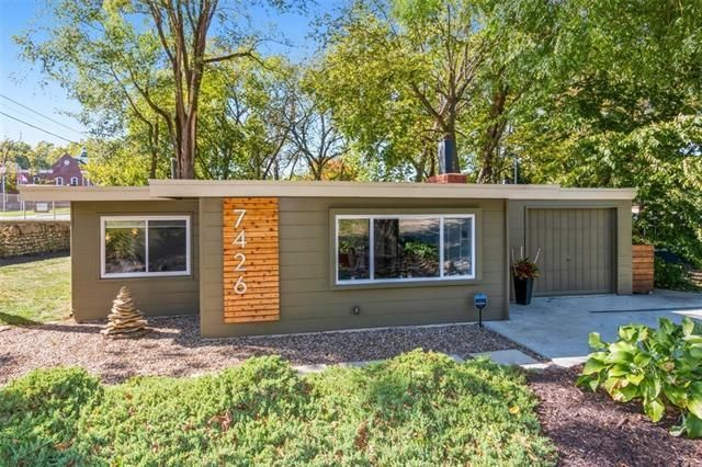 Listing photo 1 for 7426 Rosewood Cir