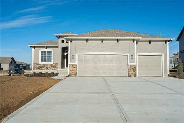 Listing photo 1 for 13338 W 181st Ct