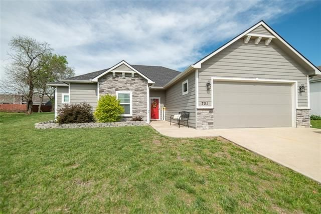 Listing photo 1 for 701 Flame Way