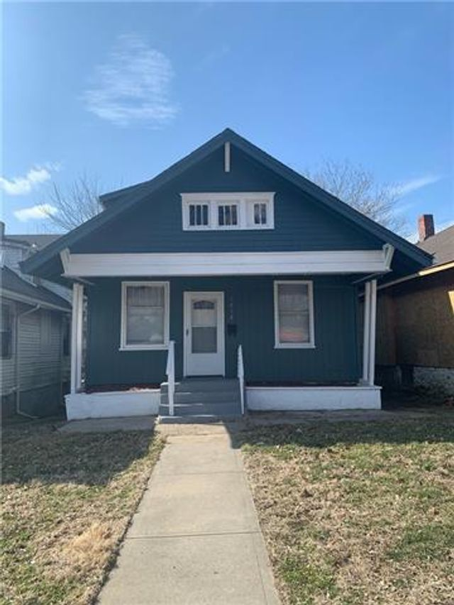 Listing photo 1 for 2808 Monroe Ave