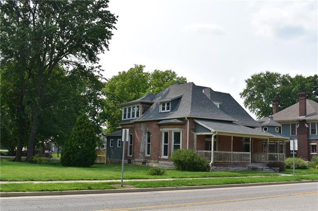 Listing photo 1 for 631 N Main St