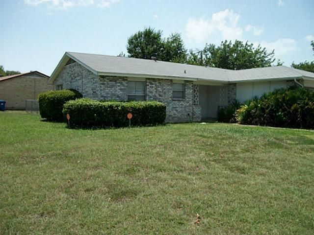 Listing photo 1 for 1501 Oakbrook Ct