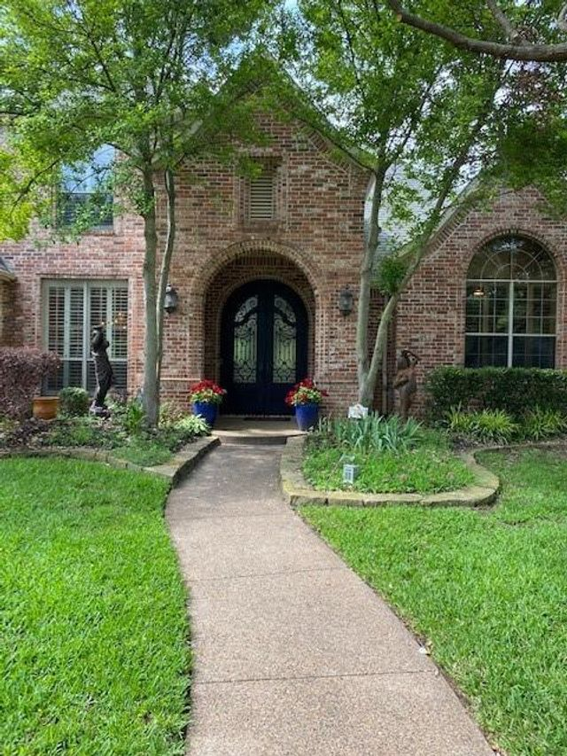 Listing photo 1 for 305 Oaklawn Dr