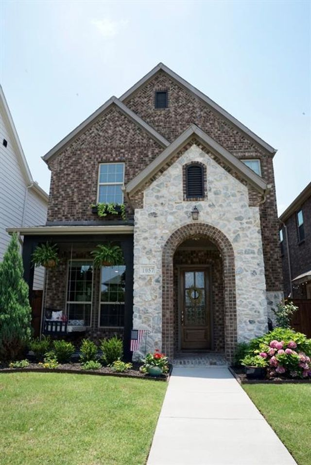 Listing photo 1 for 1057 N Liberty Pkwy