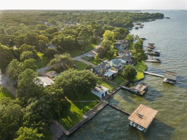 Listing photo 1 for 105 Isle Of View Dr