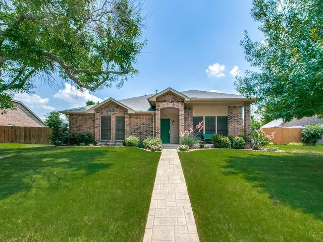 Listing photo 1 for 212 Whispering Hills Dr