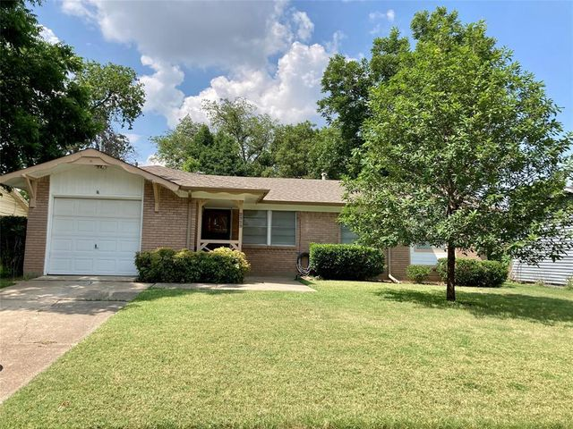Listing photo 1 for 2929 Hollandale Ln