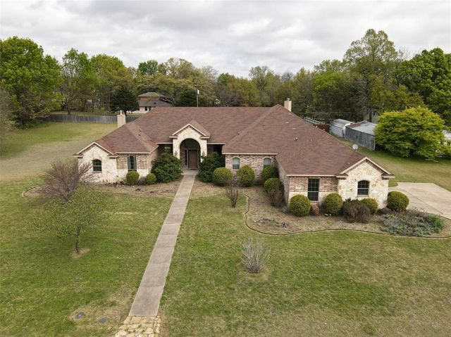 Listing photo 1 for 1859 Southwood Dr