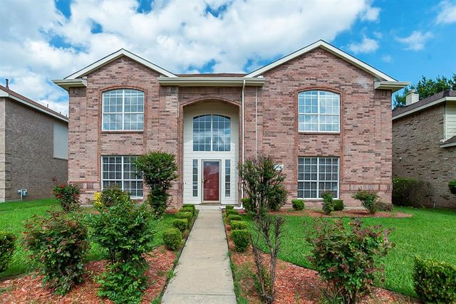 Listing photo 1 for 520 Bald Cypress Dr