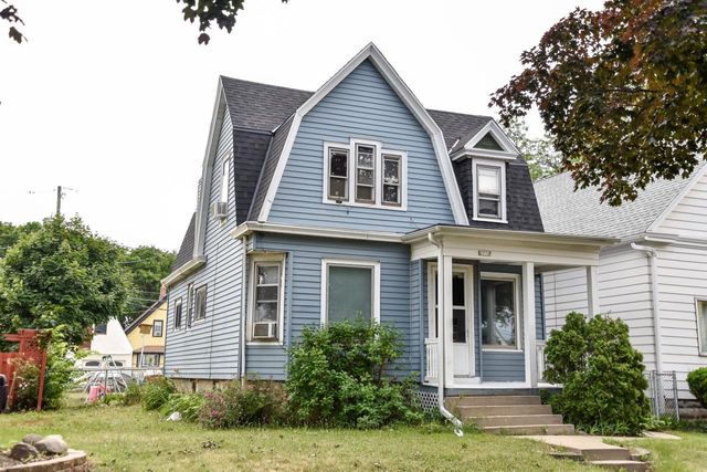 Listing photo 1 for 2572 S 30th St