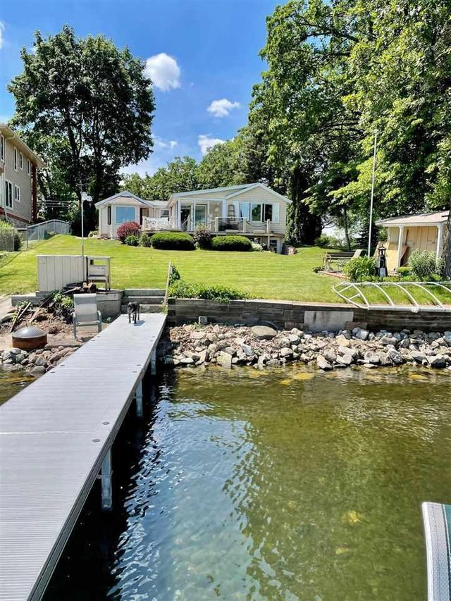 Listing photo 1 for 2216 Colladay Point Dr