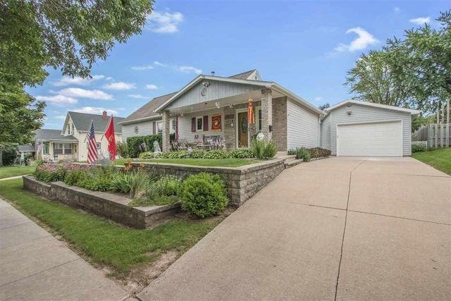 Listing photo 1 for 1039 E Kimberly Ave