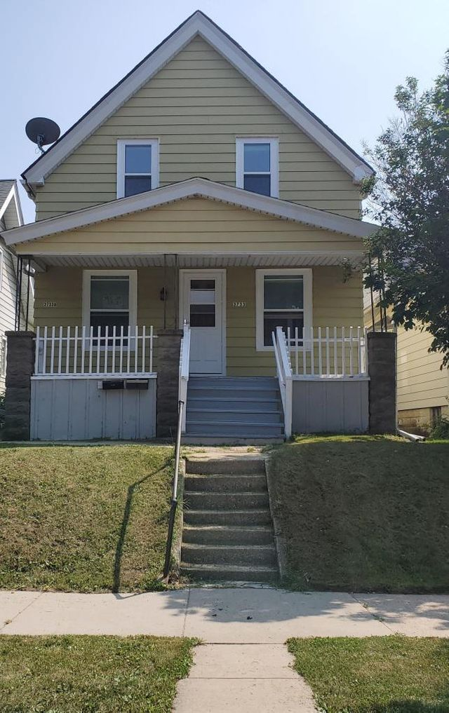 Listing photo 1 for 3733 E Somers Ave