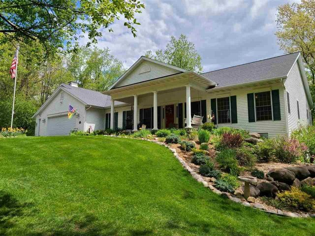 Listing photo 1 for N5774 Whitetail Ct