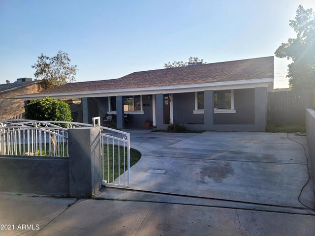Listing photo 1 for 2614 N 58th Dr