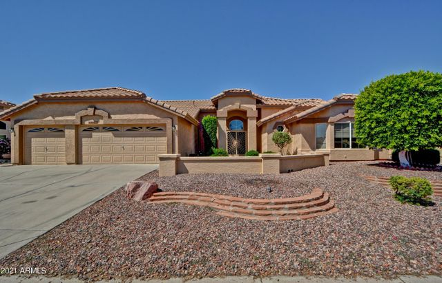 Listing photo 1 for 19822 N 87th Dr