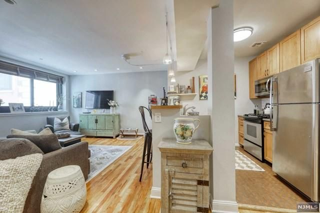Listing photo 1 for 518-536 Gregory Ave Unit B310