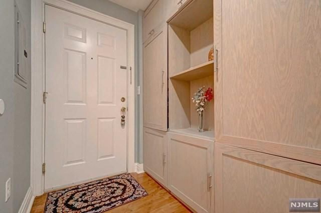 Listing photo 1 for 515 Gregory Ave Unit 2