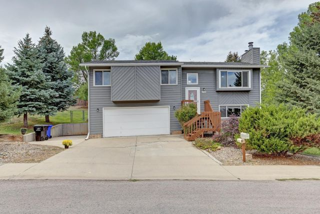 Listing photo 1 for 3709 Meadowbrook Dr