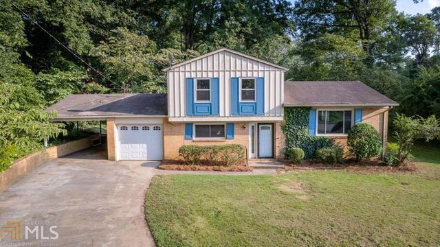 Listing photo 1 for 104 College Cir