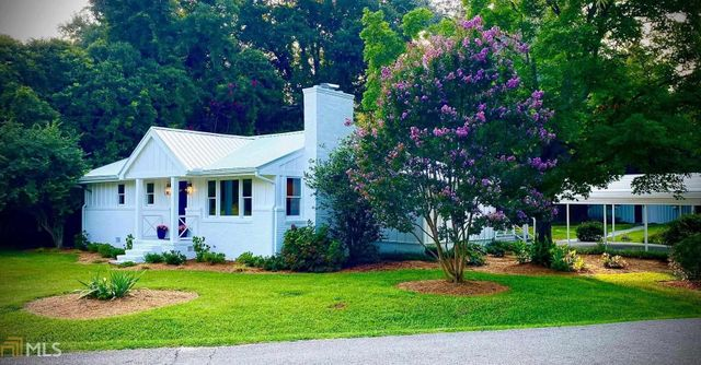 Listing photo 1 for 60 Dooley St