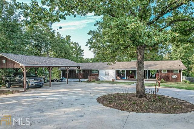 Listing photo 1 for 303 W Lakeview Dr