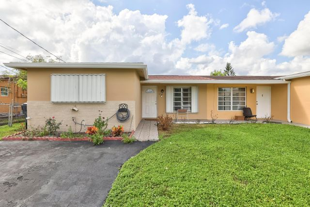 Listing photo 1 for 6510 SW 18th Ct