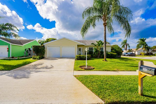 5231 Edgewood Dr, Lake Worth, 33467, FL - photo 0