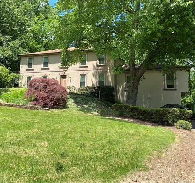 Listing photo 1 for 1325 Oakhaven Dr