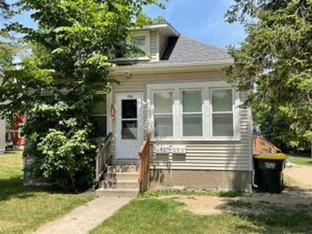 Listing photo 1 for 1116 Gorton Ave NW