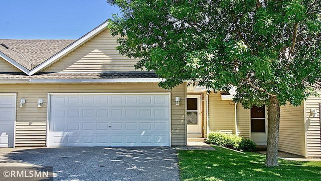 Listing photo 1 for 2750 Ridgeview Dr
