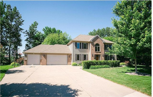 Listing photo 1 for 720 Falcon Ct