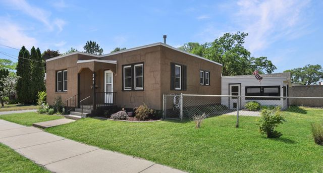 Listing photo 1 for 247 3rd Ave N