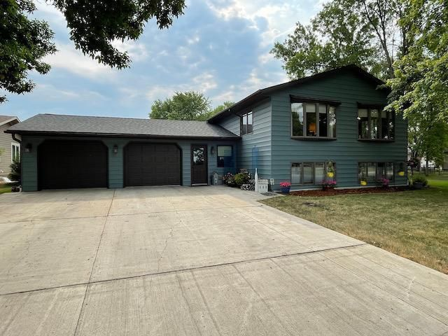 Listing photo 1 for 321 11th St