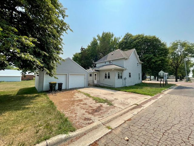 Listing photo 1 for 308 3rd St