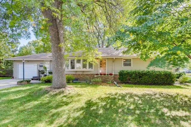 Listing photo 1 for 3811 Commodore Dr