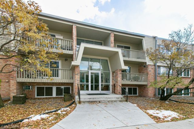 Listing photo 1 for 7318 22nd St Unit 102